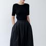 חצאית עם פסים לבנים, חצאית שחורה, חצאית קלוש, חצאית לערב, חצאית עם כיסים