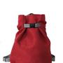 תיק גב אדום מבד איכותי , כיס אחורי עם רוכסן, 4 תאים פנימיים, רצועות מתכווננות , רוכסן לסגירה ואבזם