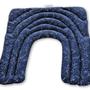 כרית חימום גדולה לכתפיים, גב עליון ושכמות מכותנה כחולה בהדפס קבוצות כוכבים ובמילוי זרעי פשתן ופרחי לבנדר