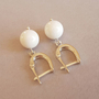 עגילי קורל לבנים | עגילים לבנים | עגילים אבני חן | עגילי אבני חן וכסף
