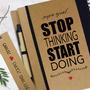STOP THINKING START DOING מחברת מטרות בתוספת סימנייה תואמת. מתאים כמתנה למקומות עבודה. מחברת ספירלה עם מסר אישי, בתוספת שם.