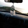 תליון קישוט לרכב עבודת יד לוכד חלומות קטן בשילוב צדפים ונוצות ,