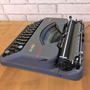נמכר - מכונת כתיבה הרמס בעברית