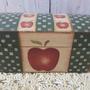קופסת עץ קנטרי - קופסת עץ עם מכסה - קופסה בסגנון קאנטרי - תפוחים על קופסה מעץ - מתנה לראש השנה