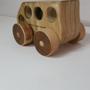 מיניבוס מעץ לבוד