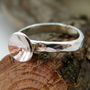 טבעת כסף רקועה עם עיגול קעור