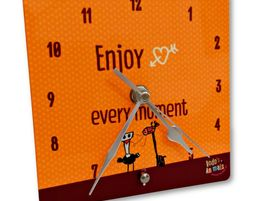 שעון שולחני צהוב - Enjoy every moment - שעון שולחני מעוצב
