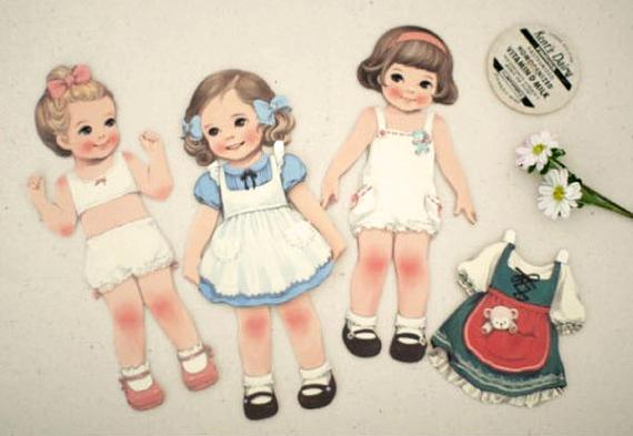 Девочка с куклой открытка 46